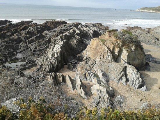 Woolacombe Beach: Rocks around the headland