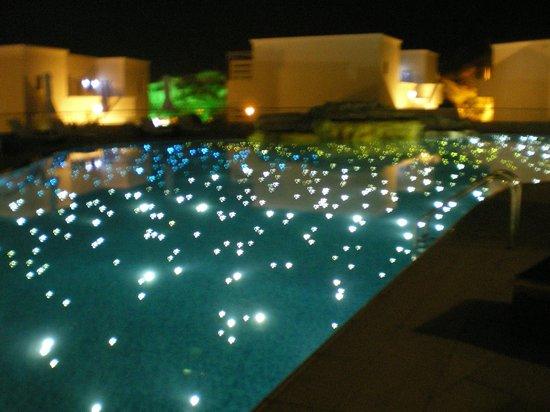 SENTIDO Port Royal Villas & Spa: night view of pool