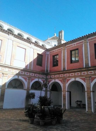 Monasterio de San Francisco : Claustro