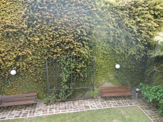 Ayres Hotel: Jardim interno