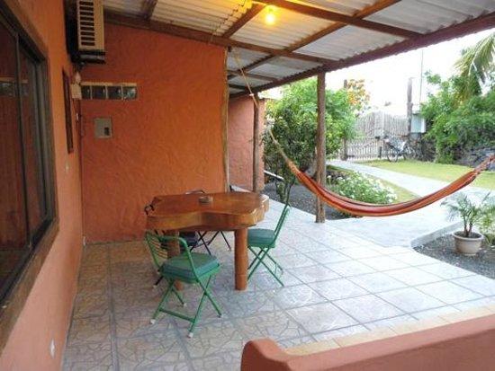 Mi Caleta Inn: Garden
