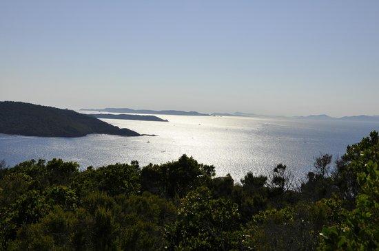 La Bourdonniere: Au loin de l'Ile du Levant les Iles d'or, Port Cros et Porquerolles