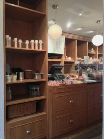 Maison Blanc - Oxford: Good Choice of sweet and bakery