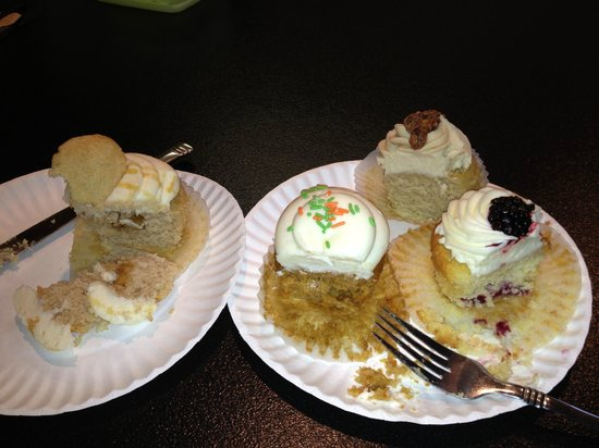 Pearl's Cupcake Shoppe: The best part-tasting them.
