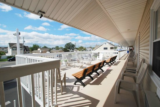 Surfside Motel: Balcony