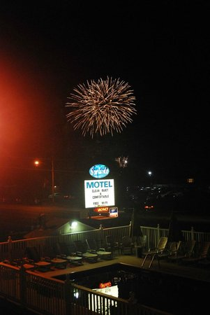 Surfside Motel: Fireworks