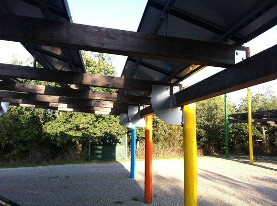 Parco Sculture Del Chianti : Parcheggio fotovoltaico