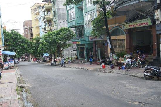 Catba Palace Hotel: street