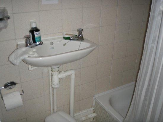 Ravenswood Hotel Bathroom