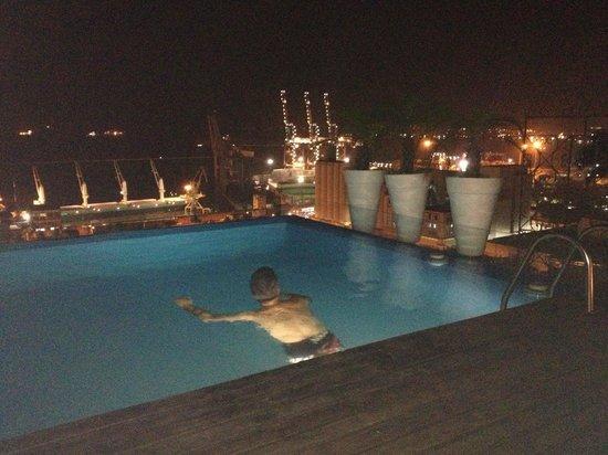 Aram Yami Hotel: La piscina del hotel