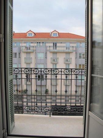Hotel Vendome : viw from 3rd floor bedroom