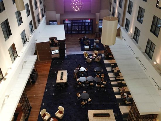 Courtyard Atlanta Decatur Downtown/Emory: Spacious lobby