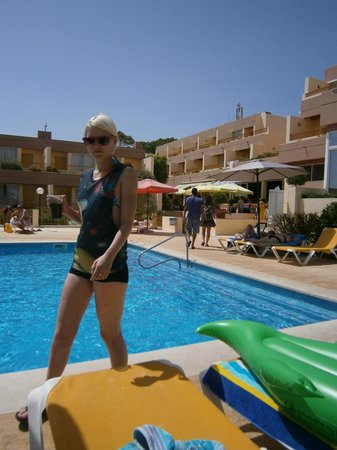 Hotel Baia Cristal: round the pool