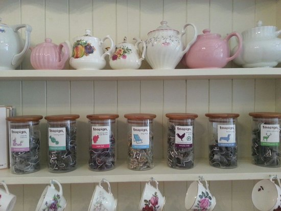 Elsies Traditional Tea Room: Teapigs sold here. Great tea. If you don't fancy that choose loose leaf English Breakfast tea. A