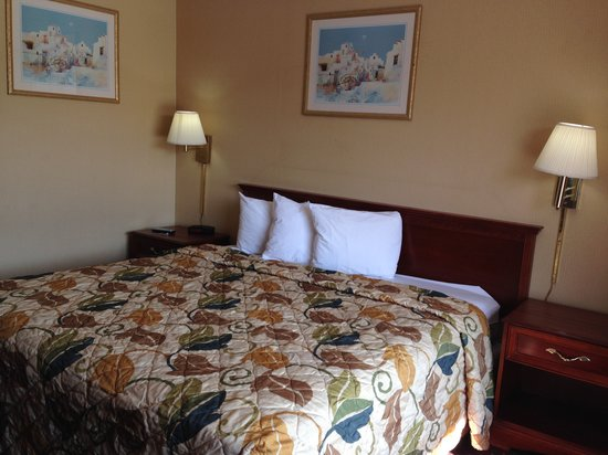 Americas Best Value Inn - Tulsa West (I-44) : Guest Room King