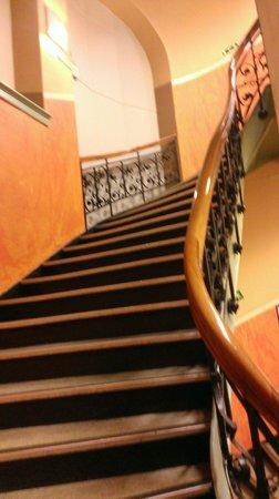 Sentrum Pensjonat: Steile Treppen, Vermeide ein Zimmer im dritten Stock!