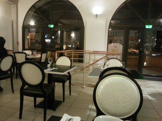 Hostellerie le Chene Dore: La salle du restaurant