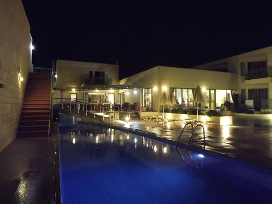 Grand Bay Beach Resort: by night