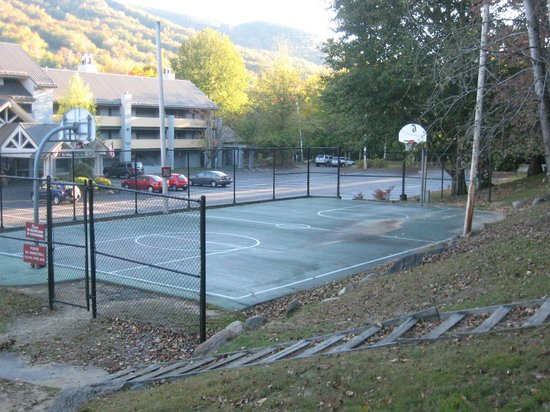 Village Of Loon Mountain : Basketball Court