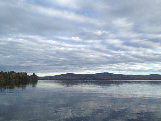 Hunter Cove Cabins on Rangeley Lake: Mountain view from the dock