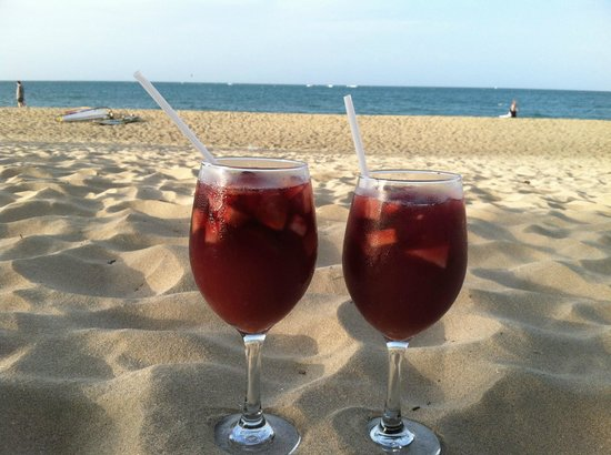 Hotel Villa Taina: Two for one Sangria Happy Hour!