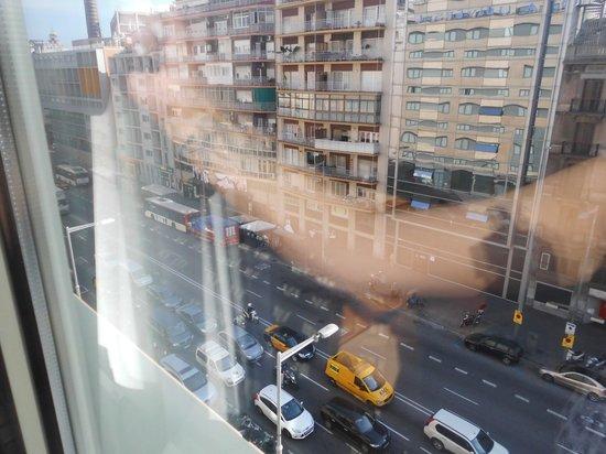 Barcelona Universal Hotel: 6th floor hotel room frount building