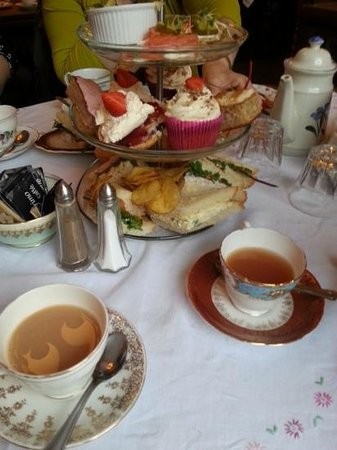 The Butterfly And The Pig: Afternoon tea with plenty of cakes!