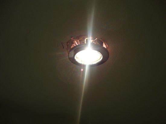Hilton Coylumbridge Hotel: Bathroom ceiling light