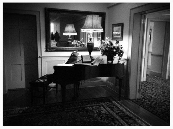 The Stowe Inn: Baby Grand Piano-Fun!