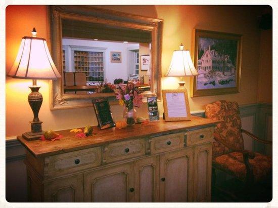 The Stowe Inn: Lobby-very comfortable