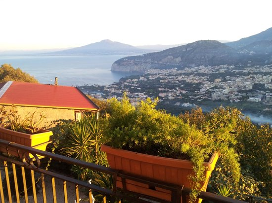 Villa Monica B&B: View all the way to Napoli