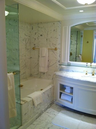 Grand America Hotel: Suite bathroom