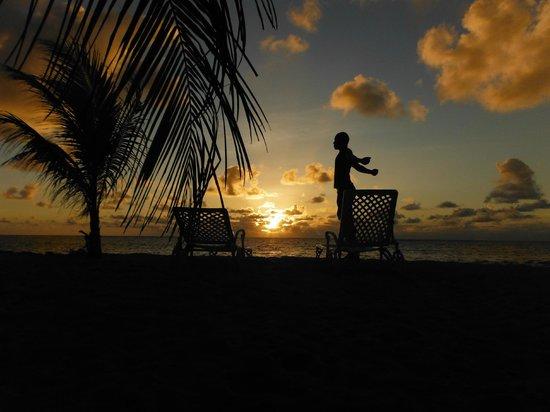 Jamelah Beach Guest House: levé de soleil sur la plage de l'hotel