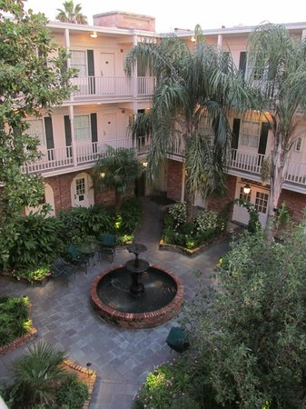 Best Western Plus French Quarter Landmark Hotel: Our room faced this gorgeous courtyard.