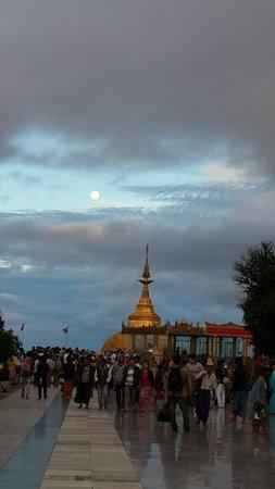 Santawshin Pagoda: Kyaik Htee Yo pagoda, Mon state, Myanmar