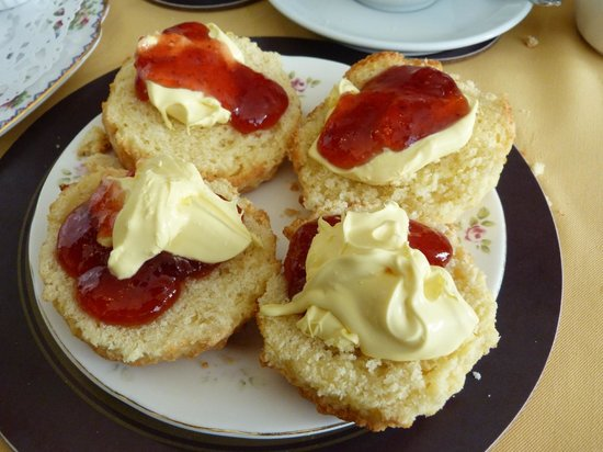 The Singing Kettle: At last ! A gluten free cream tea - bliss