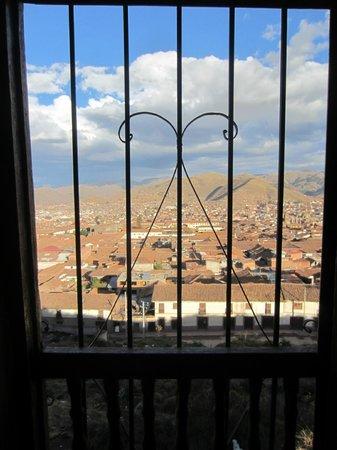 LOKI Cusco : Cuzco vista da janela do quarto do Albergue