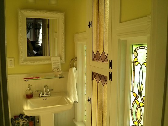 Henry Whipple House: Baño de la Sewing Room