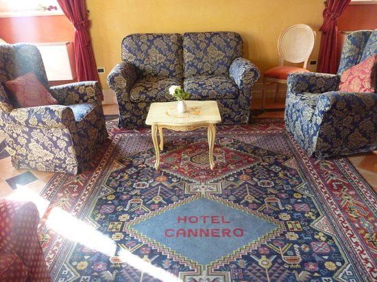 Hotel Cannero: Part of the lounge area