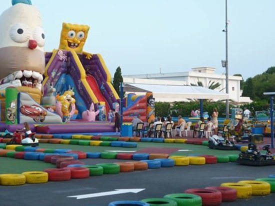 Inturotel Cala Azul Park: Amusements for kids - probably at least 3 in Cala D'Or. If your seen then fine but not very Majo