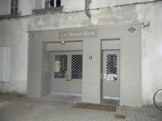 Le Saveur Vivre : façade 22h déjà fermé