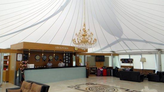 Aes Club Hotel: Lobby