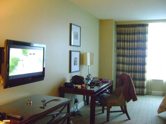 Caesars Windsor: The deluxe luxury room
