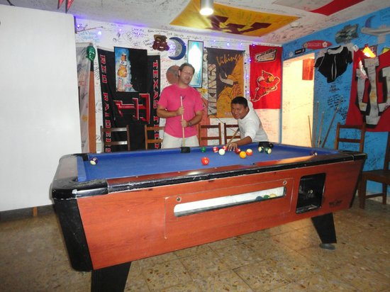 Miguel's Moonlight Lounge : get challenged by locals