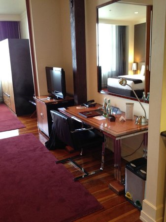 Heritage Auckland: Desk and TV at end of Bed, through to wardrobe on other side