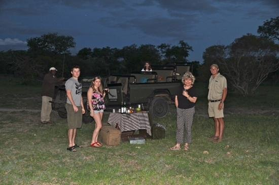 andBeyond Ngala Safari Lodge : Coffee break after afternoon safari