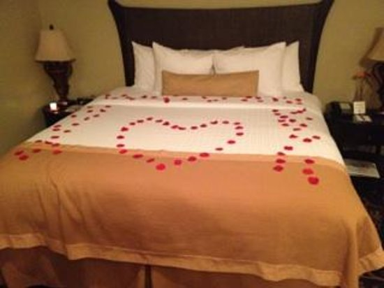 Belamere Suites: Nice start to a romantic night