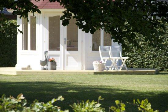 LILLEVANG APARTMENTs : Pavillon in the garden