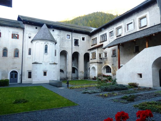 Benedictine Convent of Saint John Müstair: Innenhof