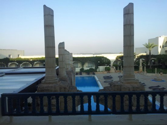 Golden Tulip Carthage Tunis : Vista Piscina